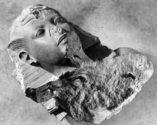 Колоссальная статуя Тутанхамона